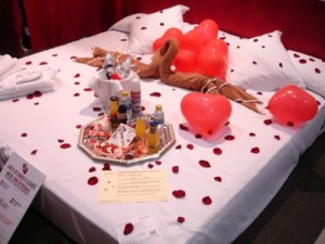 4 300x225 Imágenes de Camas decoradas para San Valentin