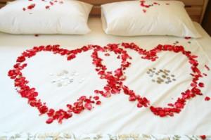 51 300x199 Imágenes de Camas decoradas para San Valentin