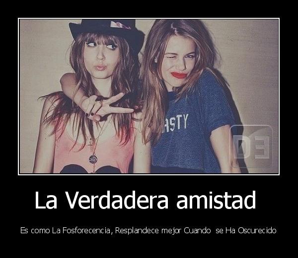 desmotivado.es_La-Verdadera-amistad-Es-como-La-Fosforecencia-Resplandece-mejor-Cuando-se-Ha-Oscurecido_133365760746